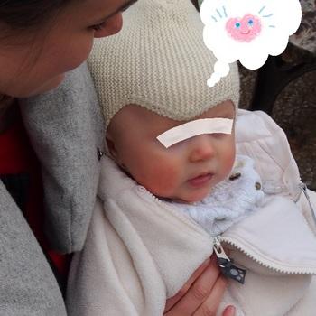 青い瞳の赤ちゃん