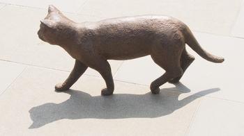 お散歩猫の銅像