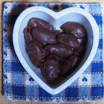 Y作 アーモンドチョコレート